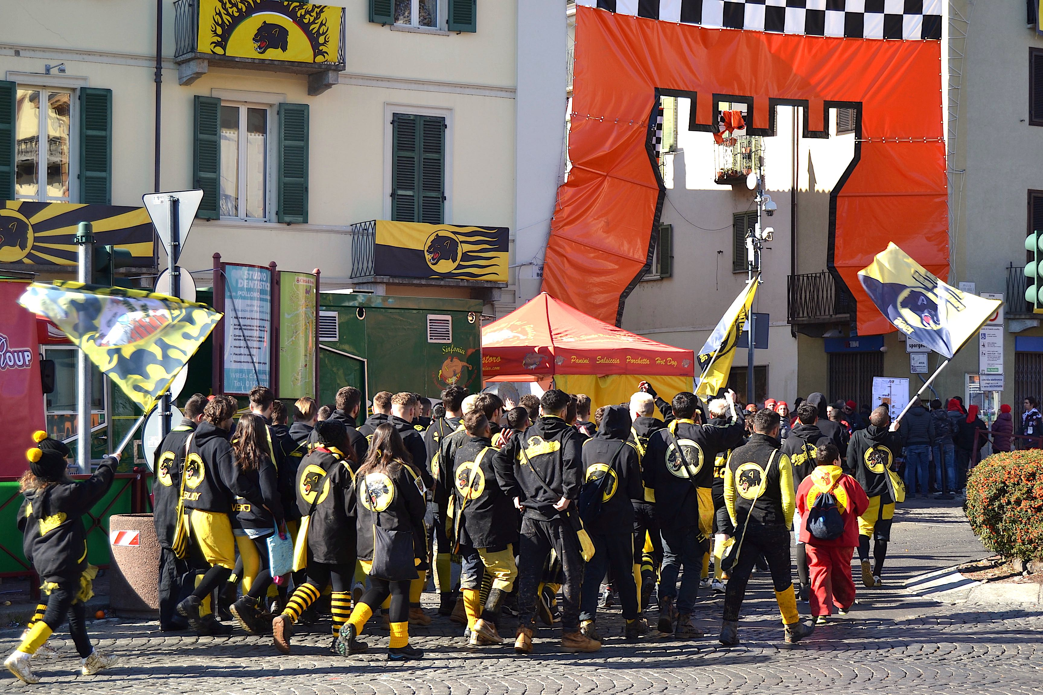 Ivrea-battle-of-the-oranges
