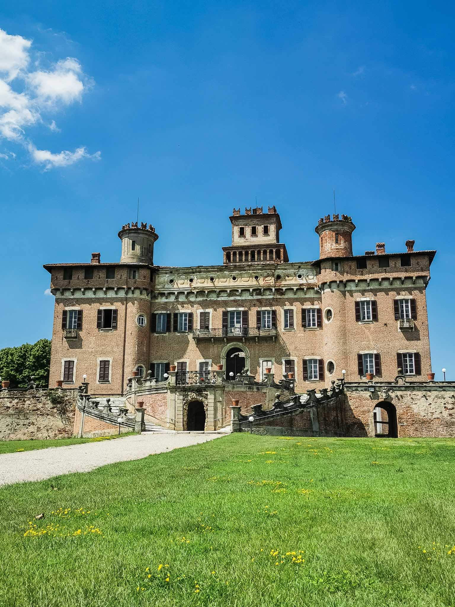 The splendid Castle of Chignolo Po, one of Lombardy's hidden gems
