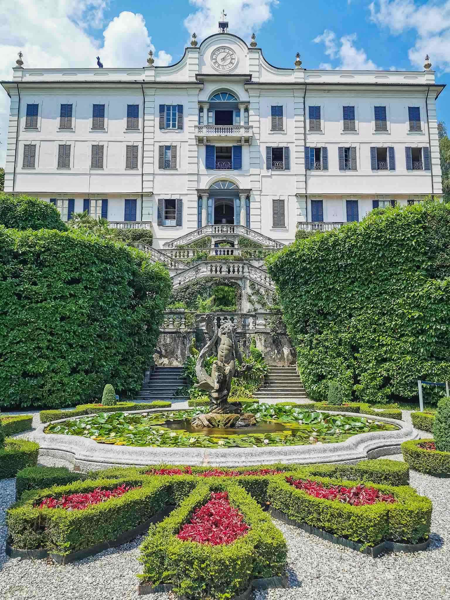 The grandiose entrance to Villa Carlotta in Lake Como, with the fountain